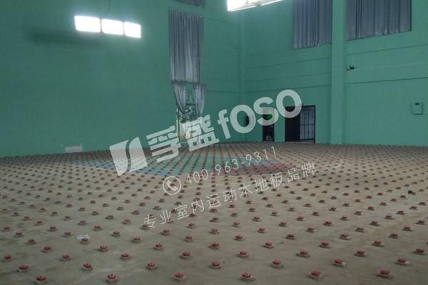 东明县合力牛篮球俱乐部运动龙8国际授权网站铺设完成