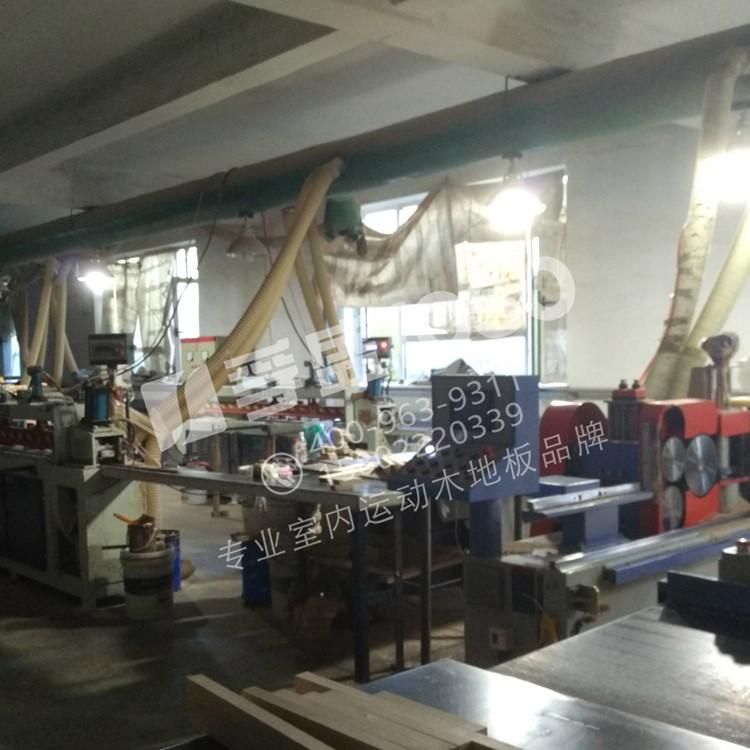 龙8国际平台入口地板面板生产车间