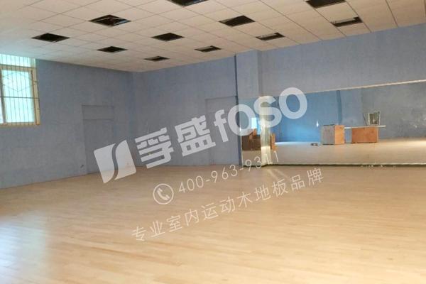 河南省信阳师范学院舞蹈运动龙8国际授权网站铺设施工完成(图1)