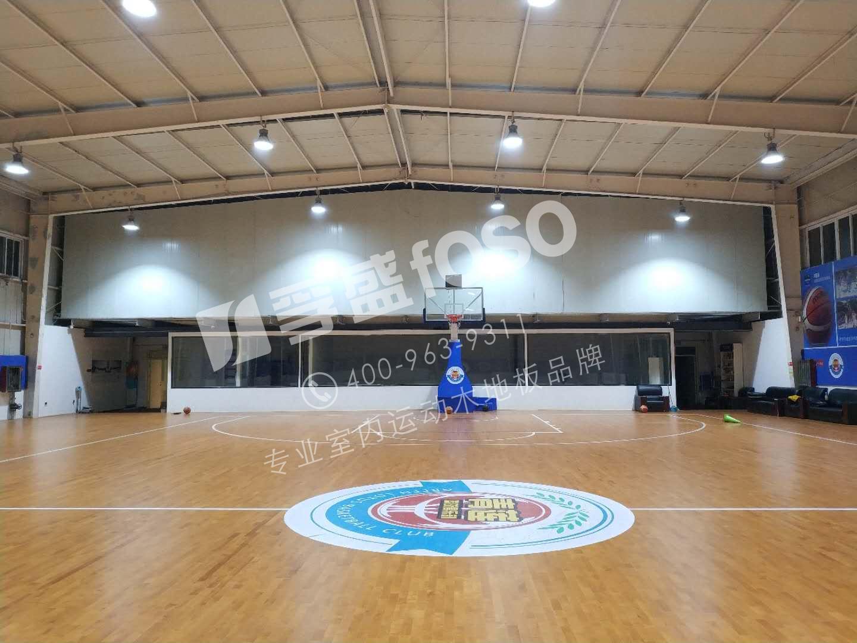 东明县合力牛篮球俱乐部运动龙8国际授权网站铺设完成(图1)